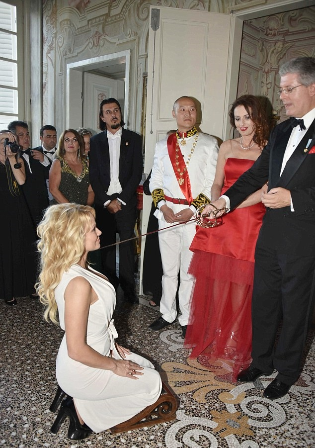 The 47 year old Pam, was rewarded for her work protecting marine life in an elaborate ceremony. Anderson was titled, Imperial Countess of Giglio by a little known man who calls himself, His Imperial Royal Highness, Stephan Tchernetich Prince of Montenegro, Serbia, Albania, and Vojvodina and the Emperor of Constantinople, Romania, and Greece